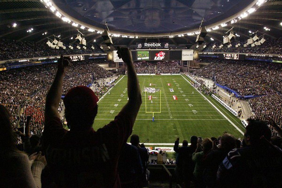 "via <a href=""http://www.daylife.com/photo/06HAgNcfyrci2?q=olympic+stadium+montreal"">daylife.com</a>"