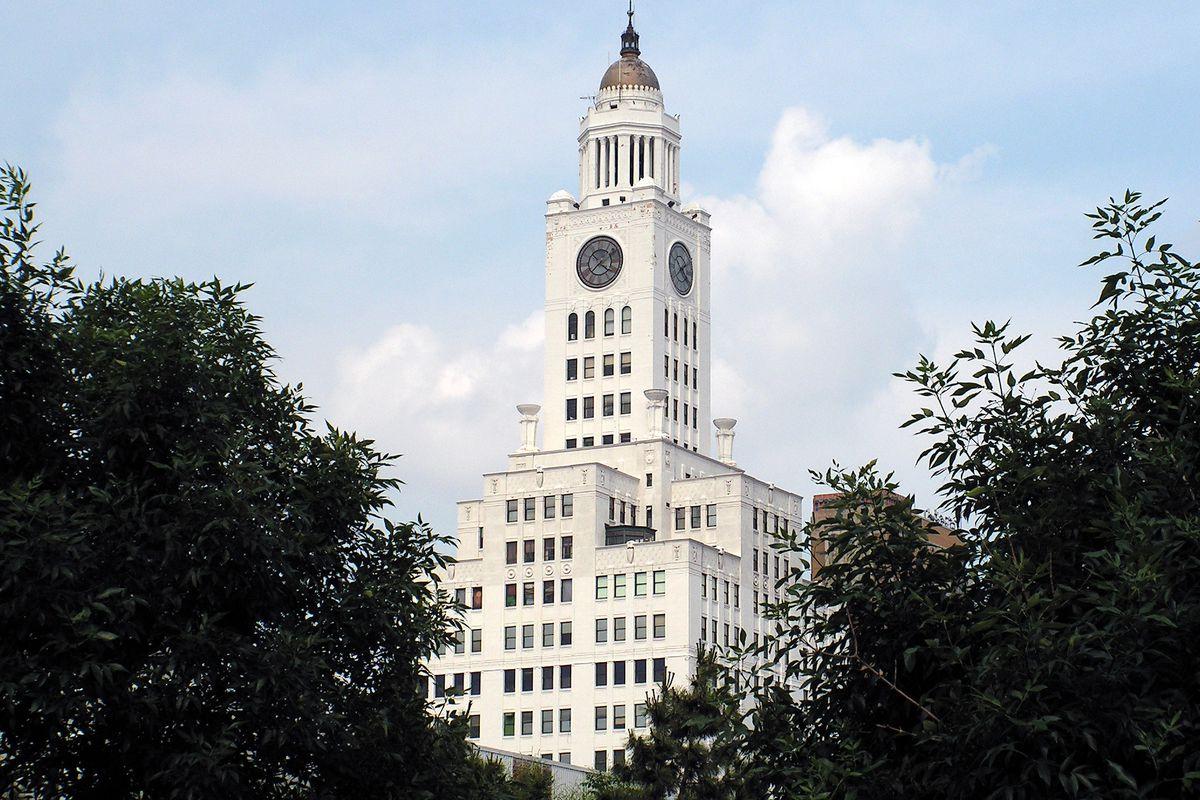 Philadelphia police to move into former newspaper building