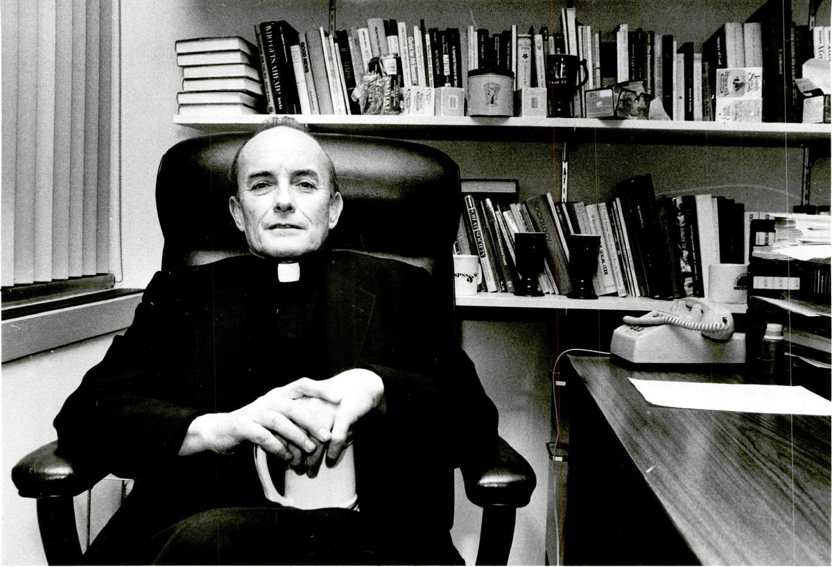 Best-selling Chicago priest Andrew Greeley. | Sun-Times photo by Jack Lenahan