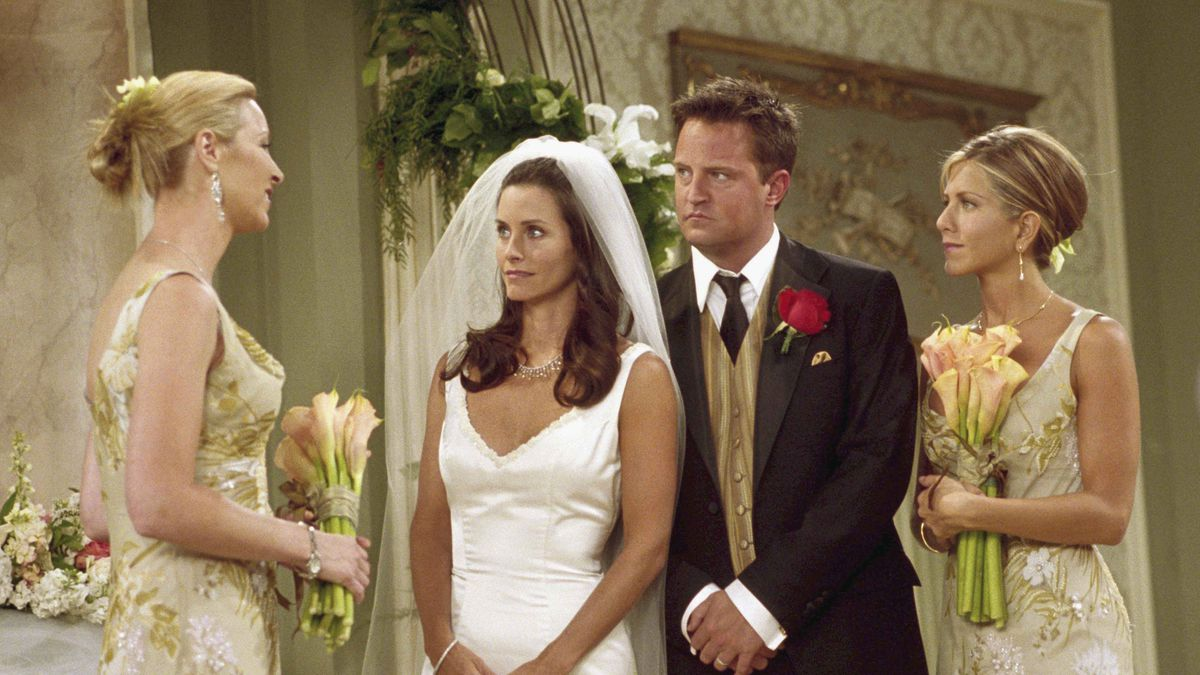 Matthew Perry As Chandler Bing And Jennifer Aniston Rachel Green In Season 7 Episode 24 Of Friends The One With Monica Chandlers Wedding