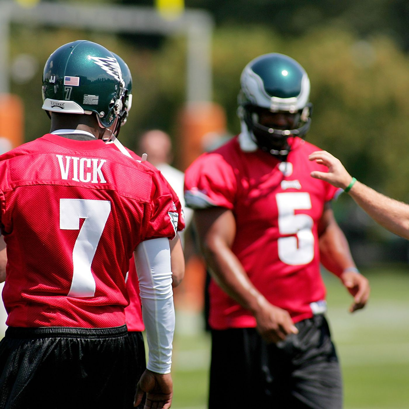New Michael Vick documentary details how Donovan McNabb recruited him to  the Eagles - Bleeding Green Nation be6d6c399