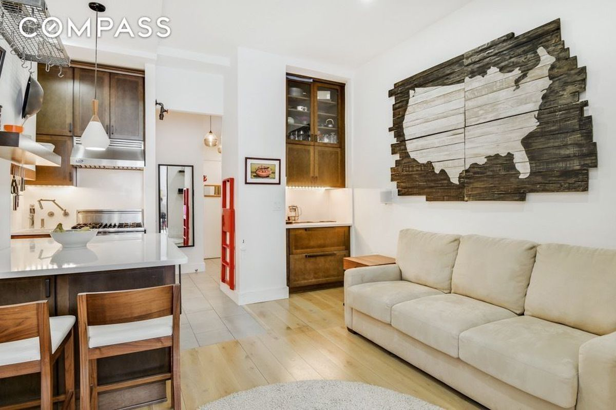 For $599K, a compact Gramercy studio that doesn\'t skimp on storage ...