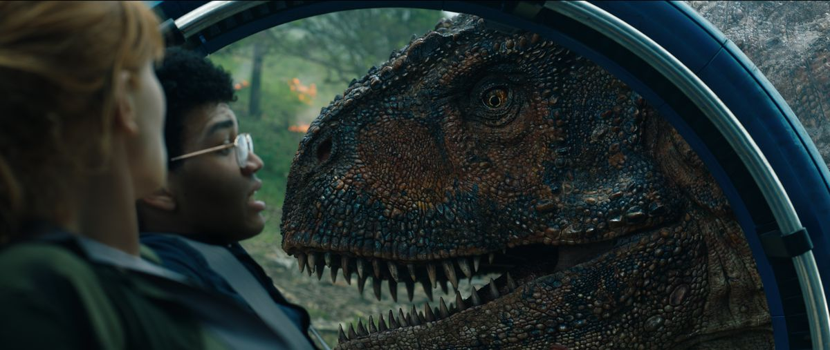 Jurassic World: Fallen Kingdom - Claire and Franklin trapped in gyrosphere by Carnotaurus