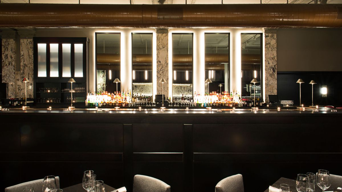 Boston chops expands to downtown crossing in a flurry of leather and marble
