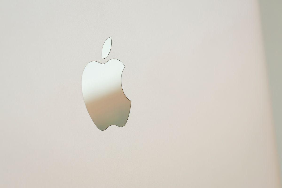Apple's MacBook in Gold has a retina display but no back-lit apple logo.