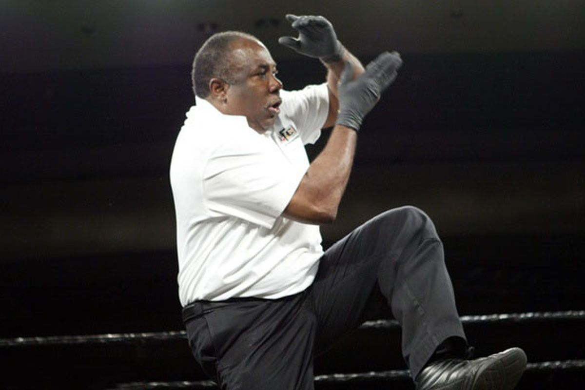 Esteemed MMA judge Cecil Peoples in his natural element. (Photo via Sherdog.com)