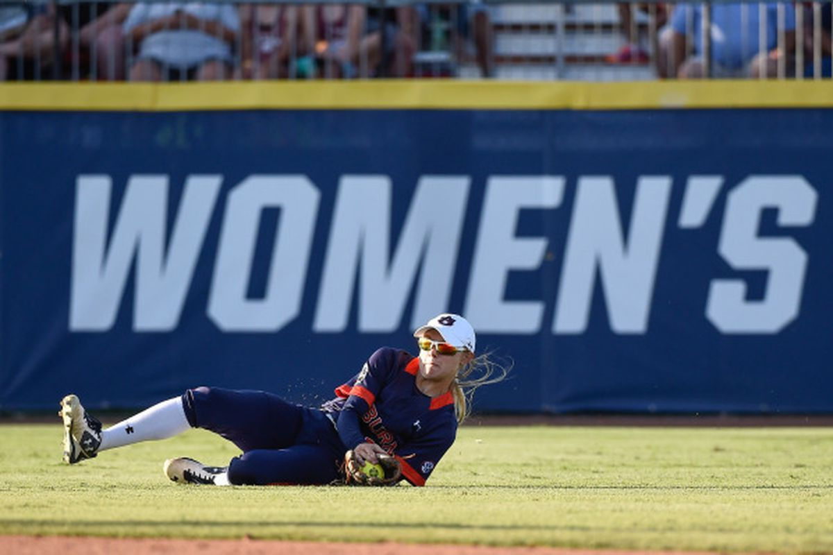 Victoria Draper makes a spectacular sliding catch for an out in the 6th inning against UGA.
