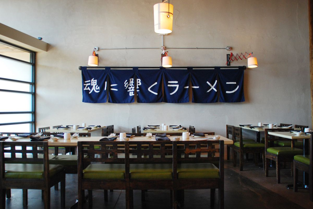 Tanoshii Ramen.