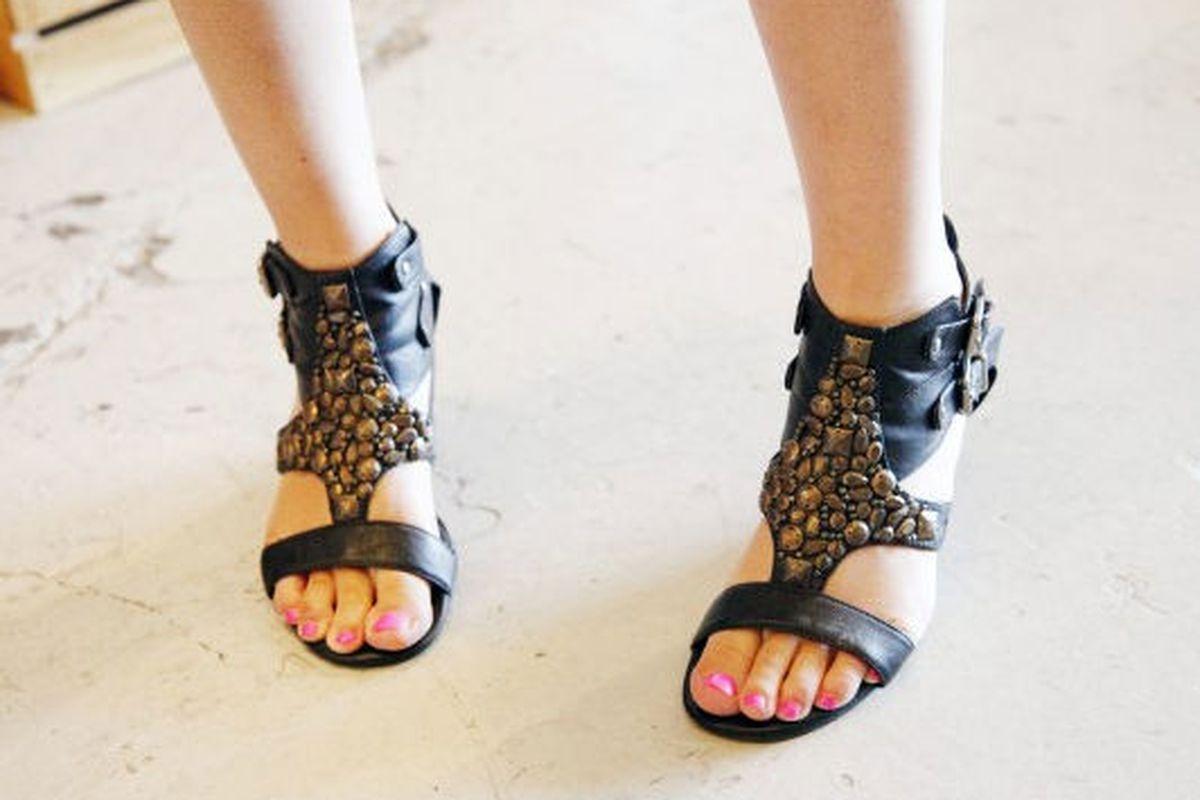 "Image via <a href=""http://www.refinery29.com/womens-sandals"">Refinery29</a>"