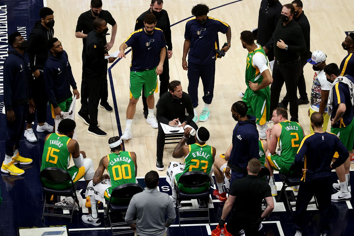 Utah head coach Quin Snyder talks to his players.