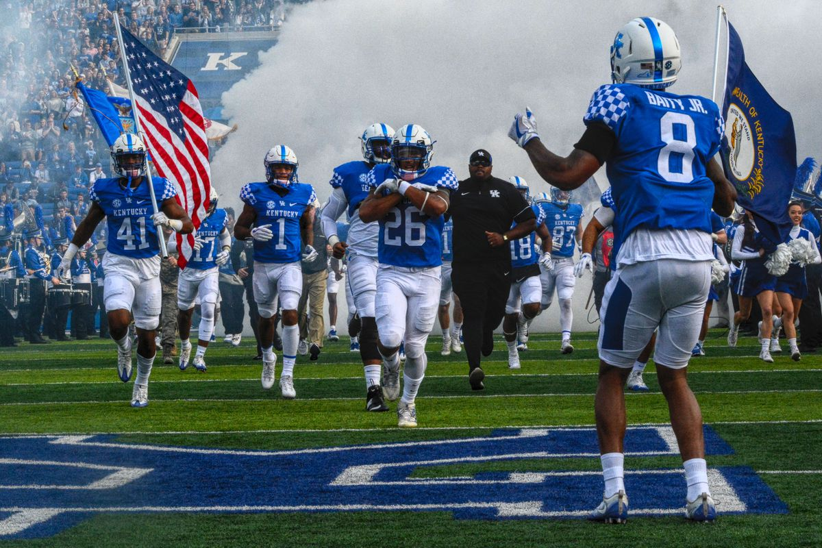 2018 Kentucky Football Schedule And Roster A Sea Of Blue