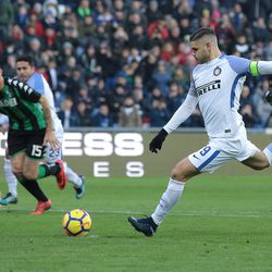Mauro Emanuel Icardi of FC Internazionale Milano misses a penalty kick during the serie A match between US Sassuolo and FC Internazionale at Mapei Stadium - Citta' del Tricolore on December 23, 2017 in Reggio nell'Emilia, Italy.