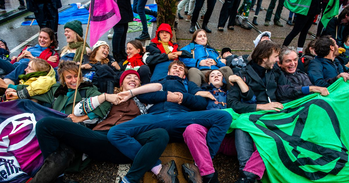 Extinction Rebellion's plan to save the climate with civil disobedience - Vox.com