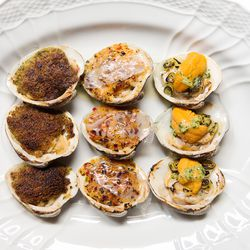 Carbone baked clams