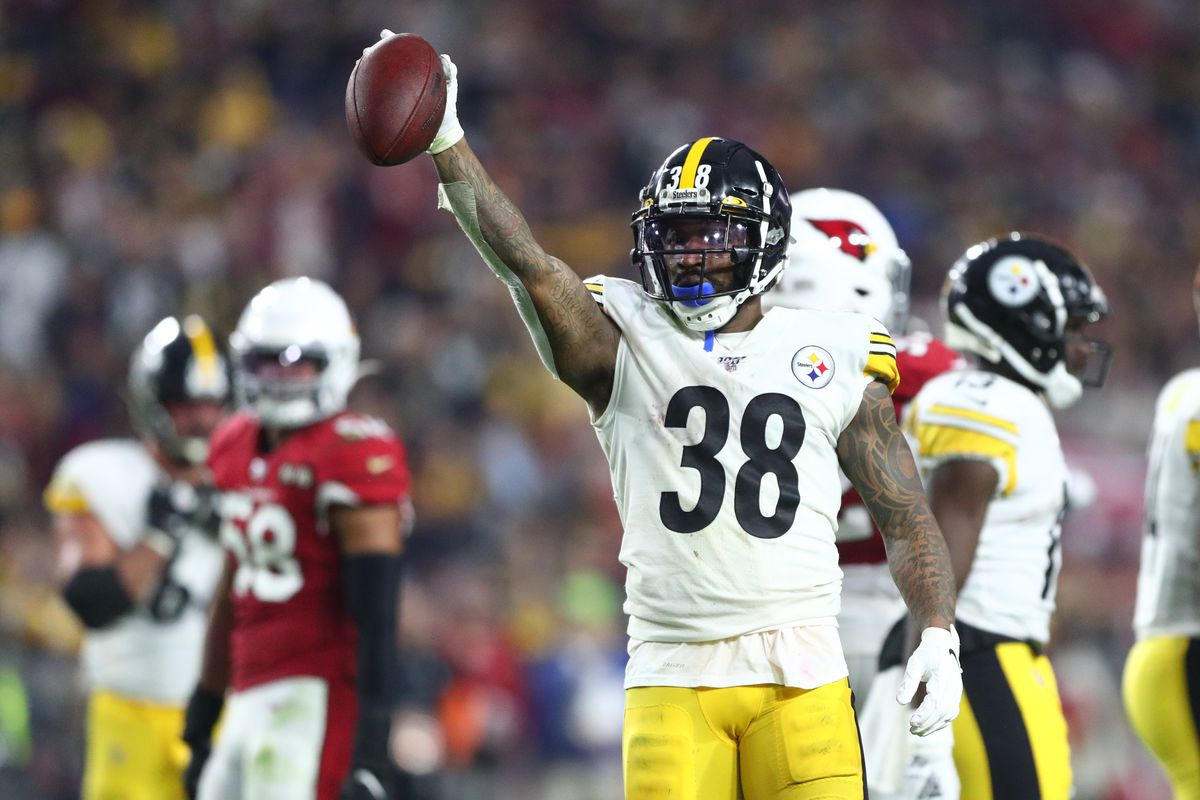 Pittsburgh Steelers running back Jaylen Samuels celebrates a first down against the Arizona Cardinals in the second half at State Farm Stadium.