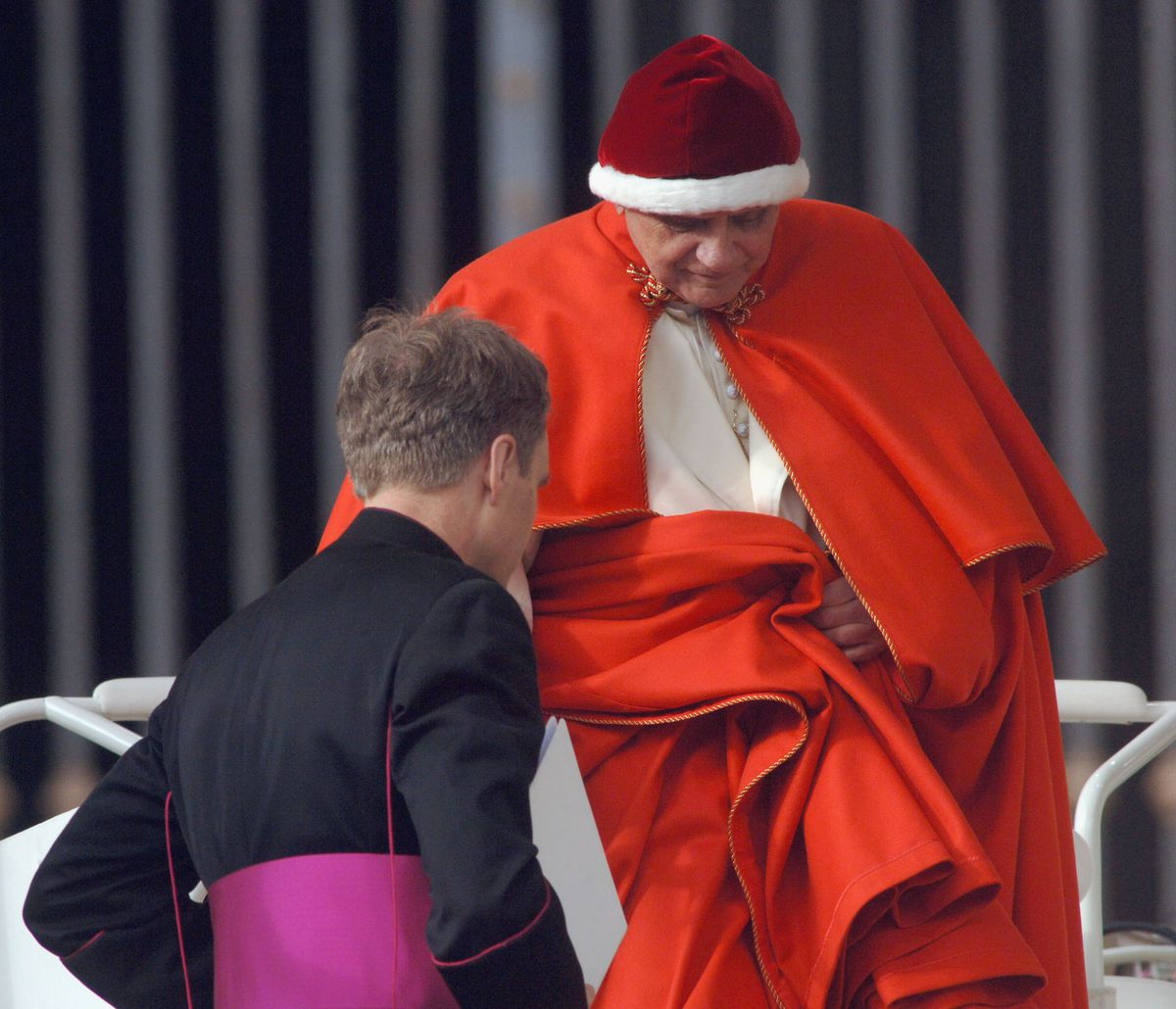 Pope Benedict Holds Weekly Audience At The Vatican
