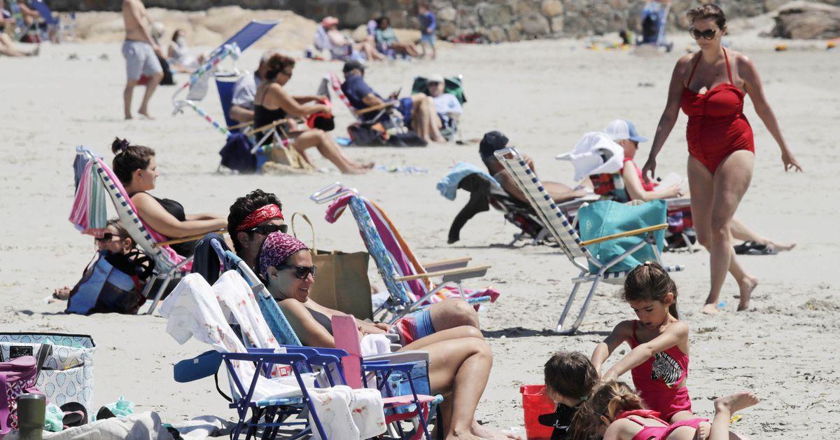 Memorial Day tempts Americans outdoors, raising virus fears