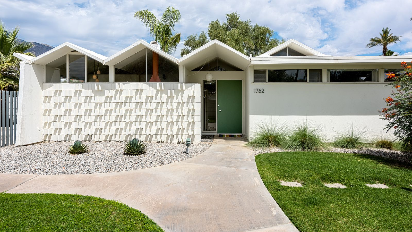 Modernist palm springs condo seeks 469k curbed la for Palm springs for sale by owner