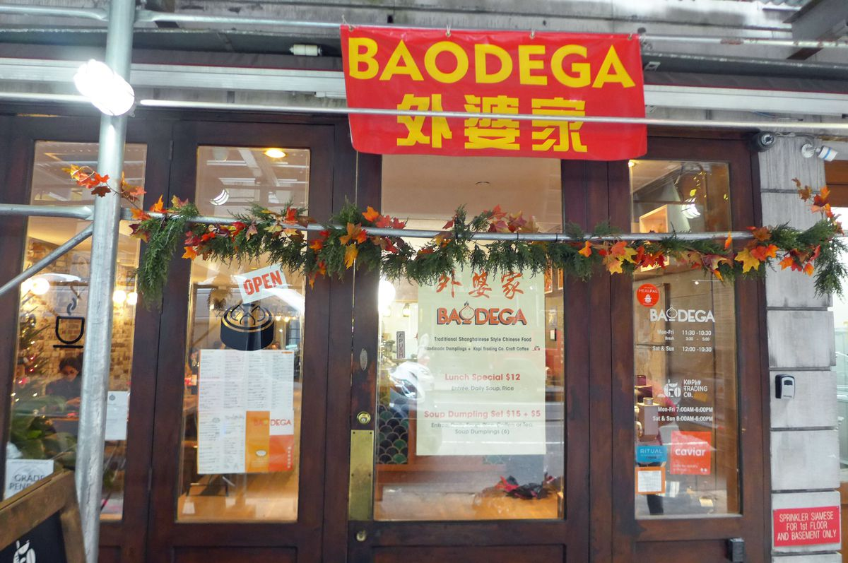 A red banner announces the name of the restaurant.