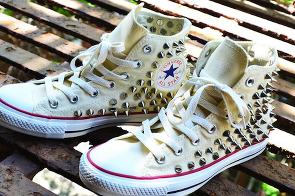 """Image via <a href=""""""""></a><a href=""""http://www.solifestyle.com/2012/07/how-to-guide-studded-converse-chuck.html"""">So Lifestyle</a>"""
