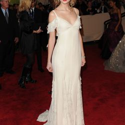 Taylor Swift in Ralph Lauren and Fred Leighton jewels in 2010.