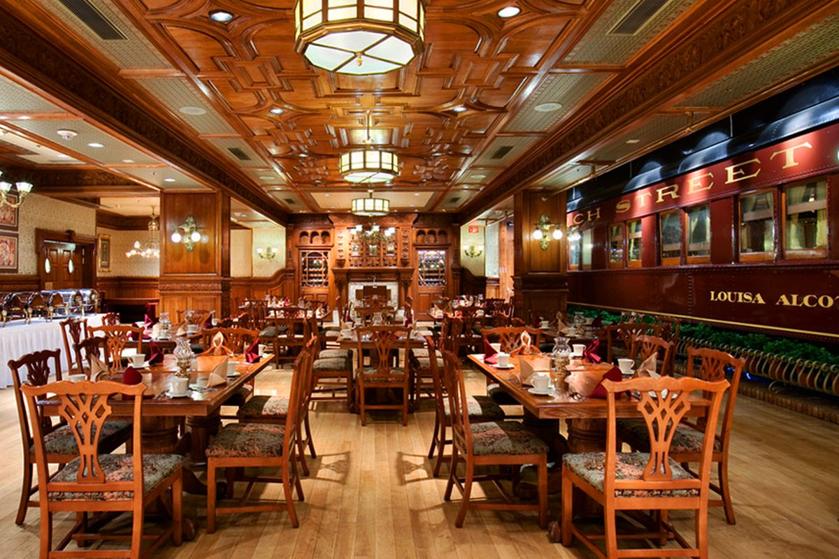 Redwood grill remodel shunts guests to main street s for Best private dining rooms twin cities