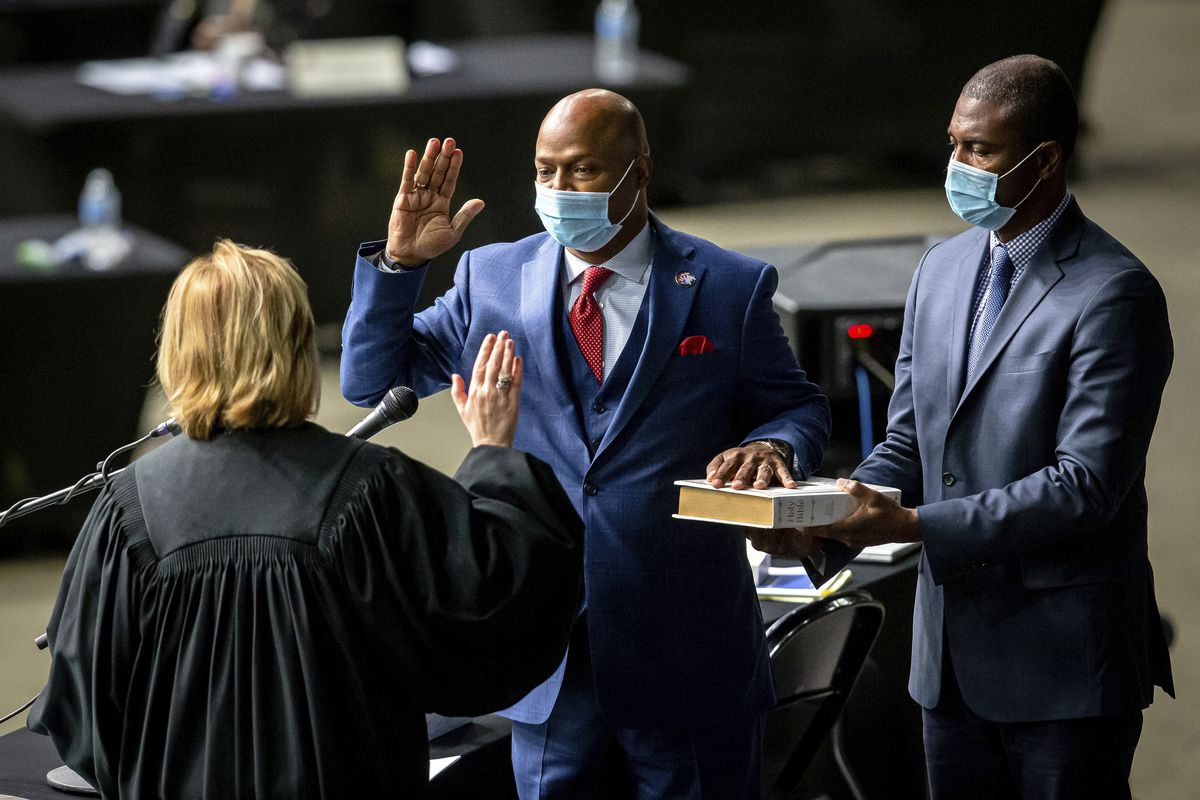 """Newly elected House Speaker Emanuel """"Chris"""" Welch takes the oath of office at the Illinois House of Representatives at the Bank of Springfield Center in January."""