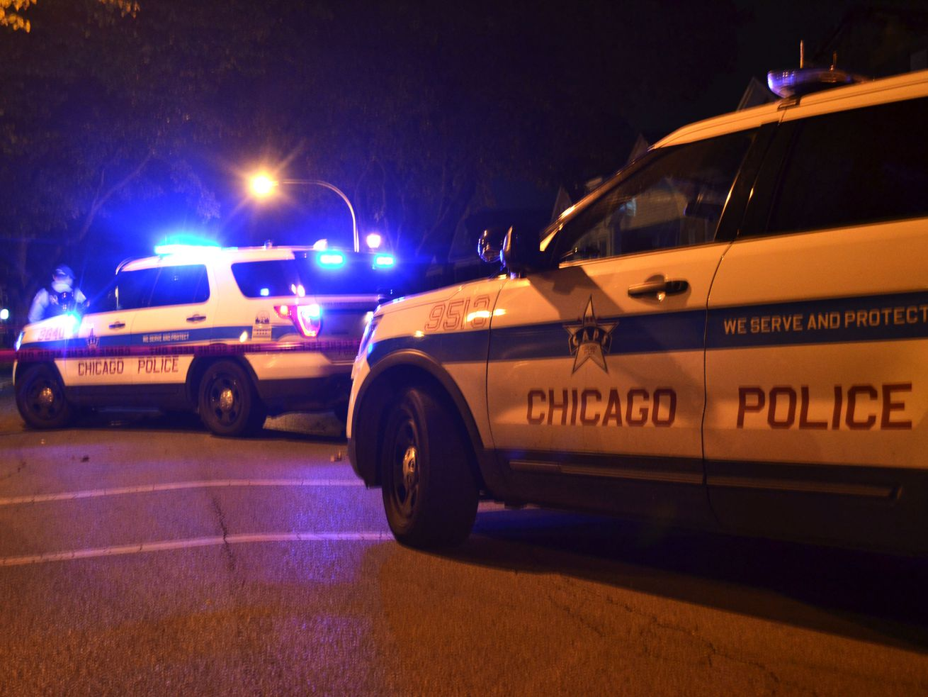 Police investigate a homicide about 1:30 a.m. Wednesday, October 3, 2018 in the 9100 block of South Ellis Ave in Chicago.   Justin Jackson/ Sun-Times