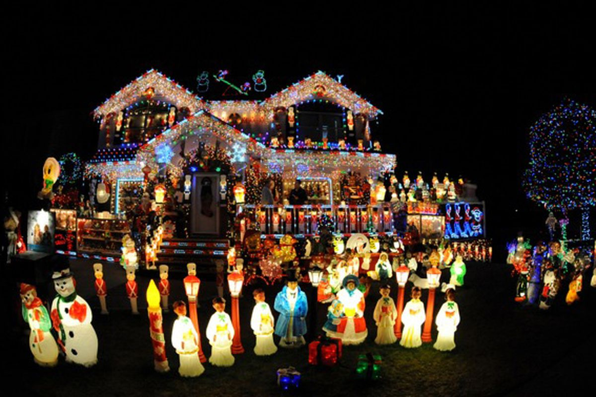 Christmas Houses.The Making Of Nyc S Most Ambitious Christmas Houses Curbed