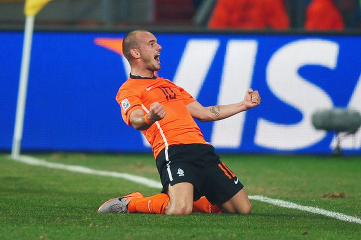 Manchester United assistant Rene Meulensteen feels that Inter's Wesley Sneijder would be the perfect fit at the club.  (Photo by Laurence Griffiths/Getty Images)