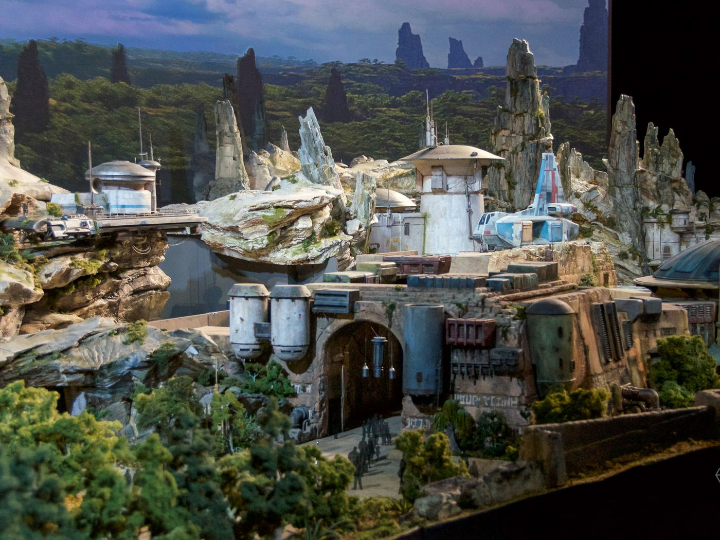 Disney S Star Wars Themed Land Will Be Called Star Wars Galaxy S Edge The Verge