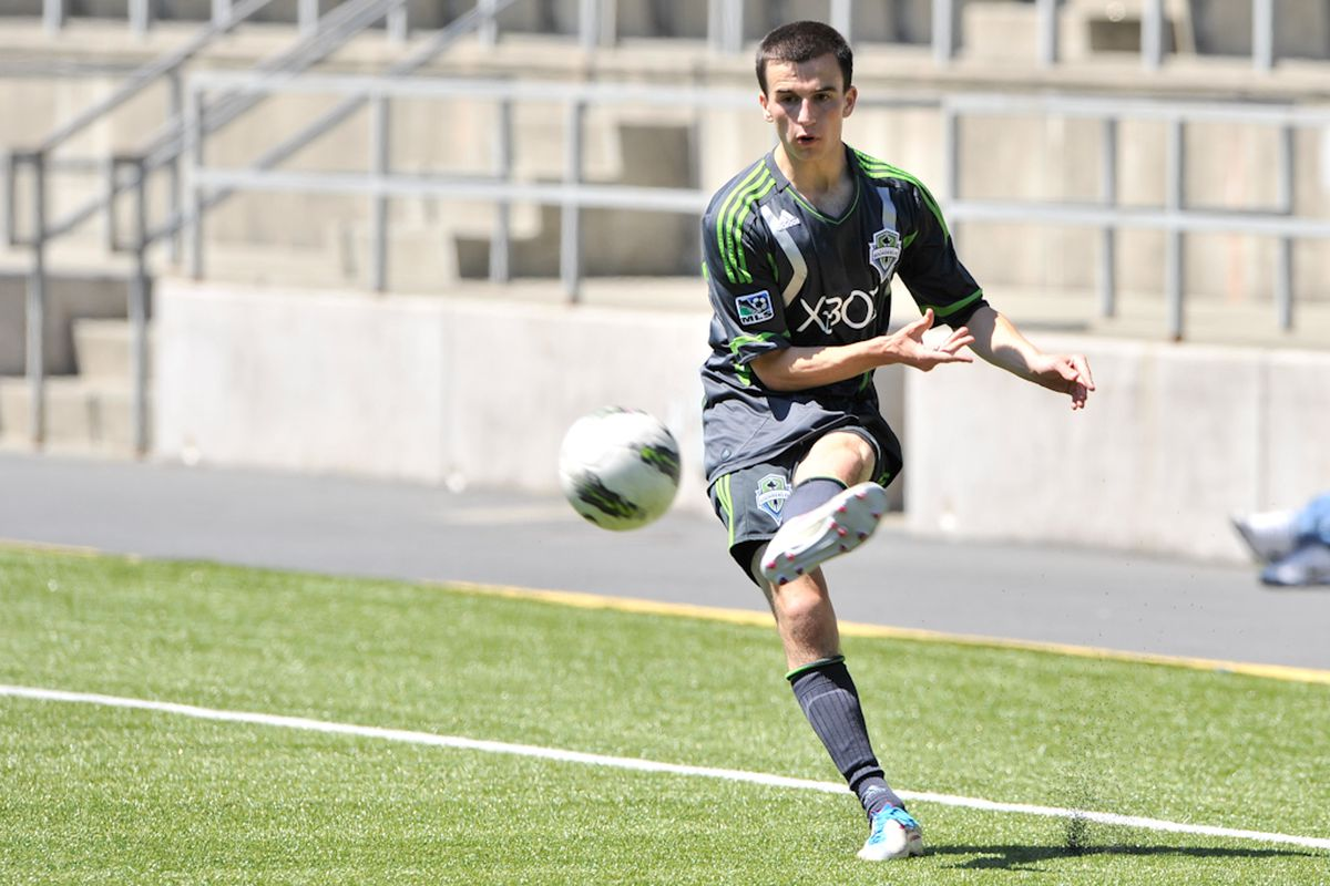 """Aaron Kovar Serving The Ball In U18 Match - Photo Courtesy of <a href=""""http://www.soundersphotos.com"""" target=""""new"""">Chris Coulter</a> / <a href=""""http://www.soundersfc.com"""" target=""""new"""">Seattle Sounders FC</a>"""