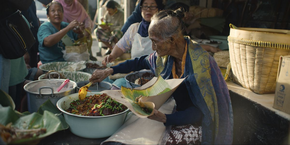 The first season of Street Food, new on Netflix, travels all over Asia to tell the story of street food.