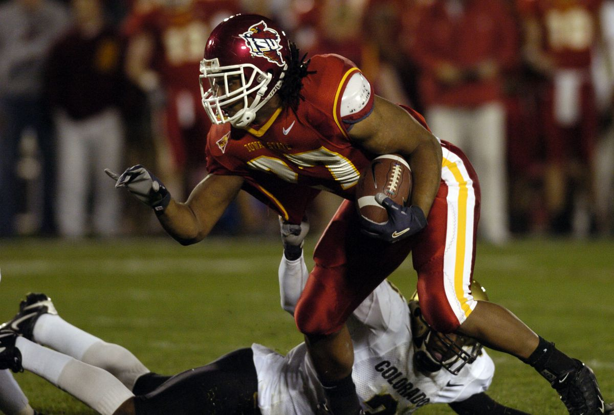 Ames, IA November 12, 2005 - Iowa State University Stivie Hicks controls the ball against Univerwity of Colorado Tyrone Henderson in the 1st quater of the game at Jack Trice Stadium in Ames, IA on Saturday. Iowa won 30-16. (DENVER POST PHOTO BY HYOUNG CHA