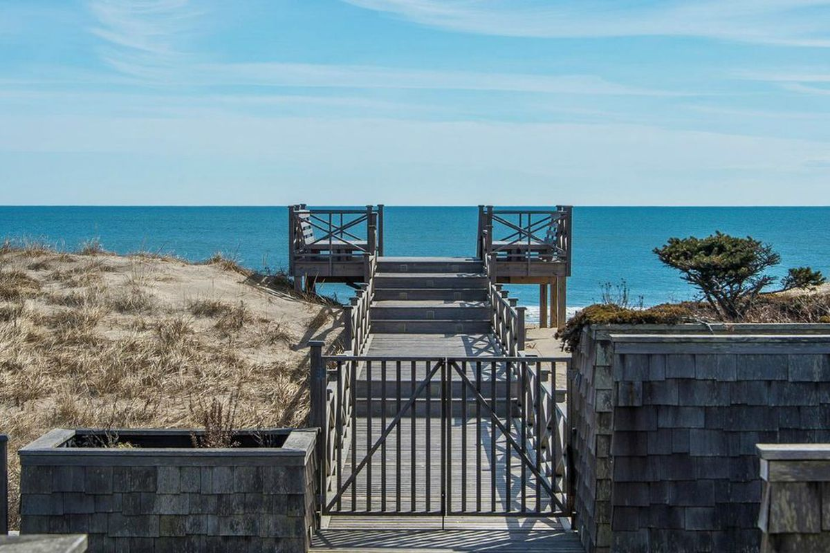 1145 Sagg Main Street Sagaponack MD-LD: $895,000 We're crushing on this stunning 10 bed 10 bath oceanfront house that boasts views for days. There's only one thing you need to remember with this place: location is everything!