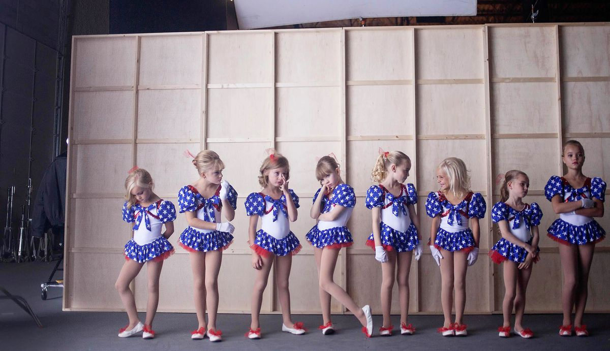 a row of child actresses in casting jonbenet