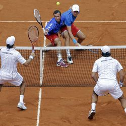 Czech Republic's Tomas Berdych, right, and Radek Stepanek, left, returns the ball to Argentina's Eduardo Schwank, right below, and Carlos Berlocq during  their doubles match of the Davis Cup tennis semifinals in Buenos Aires, Argentina, Saturday, Sept. 15, 2012.