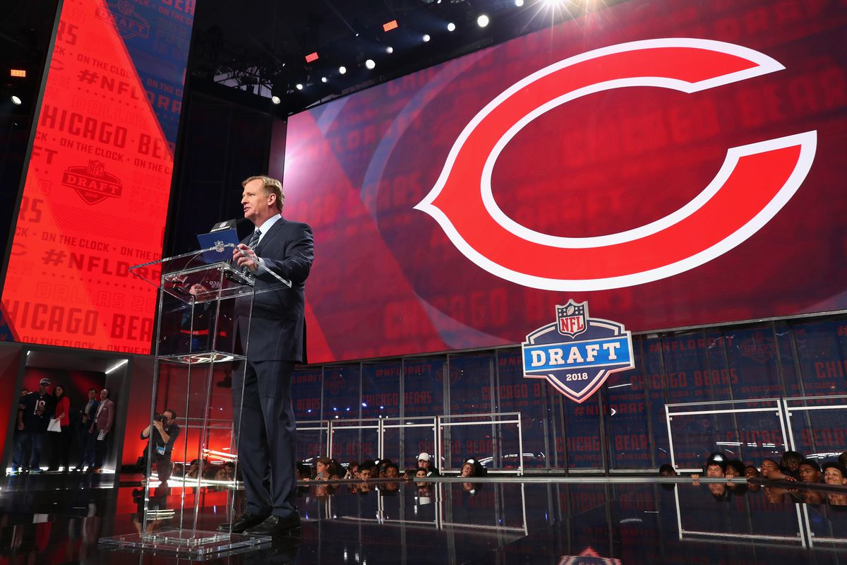 NFL commissioner Roger Goodell announces the Bears' selection of Roquan Smith in 2018.