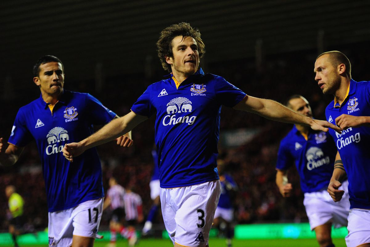 Leighton Baines (C) celebrates a goal with Tim Cahill (L) and Johnny Heitinga (R).  (Photo by Stu Forster/Getty Images)