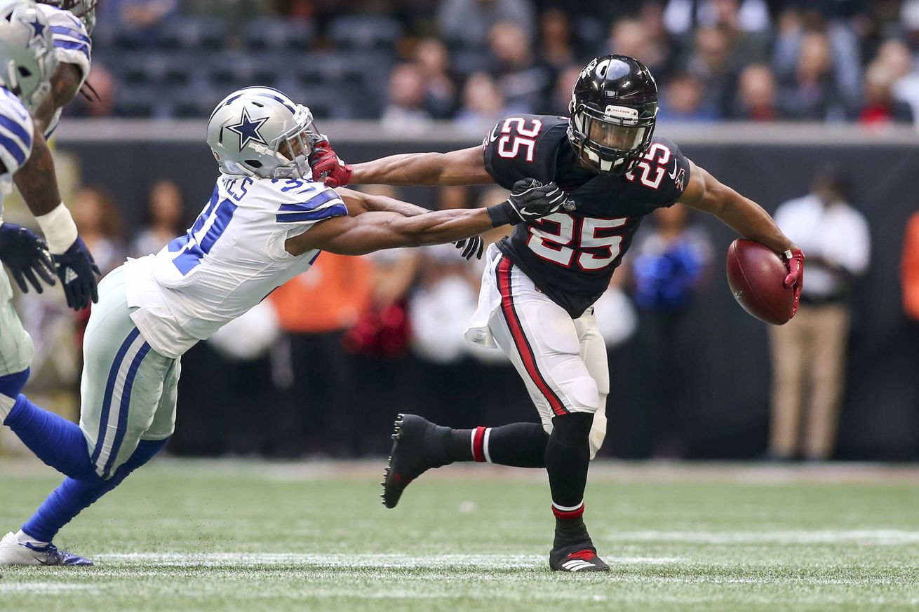 Falcons' promising rookie RB Ito Smith heads to IR with knee injury