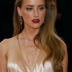 Amber Heard opted for the lushest side part imaginable, crafted by Robert Vetica for Olivia Garden.