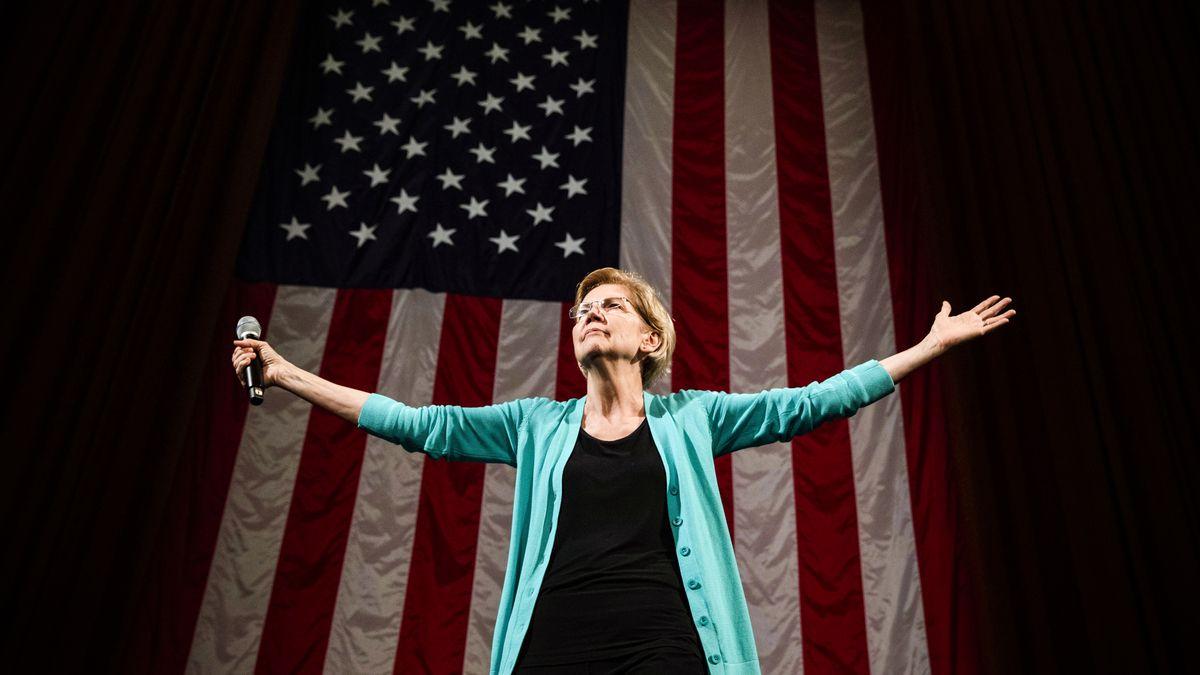 Democratic presidential candidate Sen. Elizabeth Warren (D-MA), arrives at a Chicago Town Hall event on June 28, 2019.