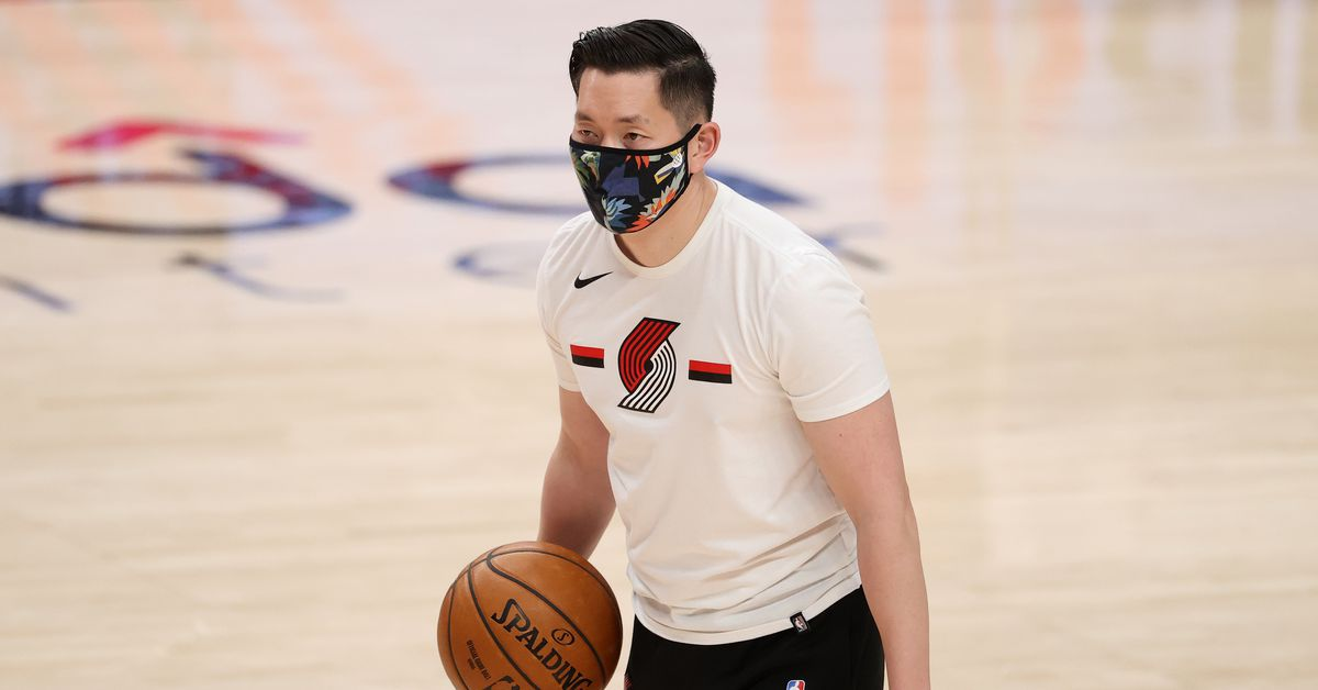 www.blazersedge.com: We Stand With Coach Yim: Stop Asian Hate
