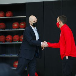 New Utah men's basketball coach Craig Smith, left, shakes hands with Utah athletic director Mark Harlan on on March 27, 2021.