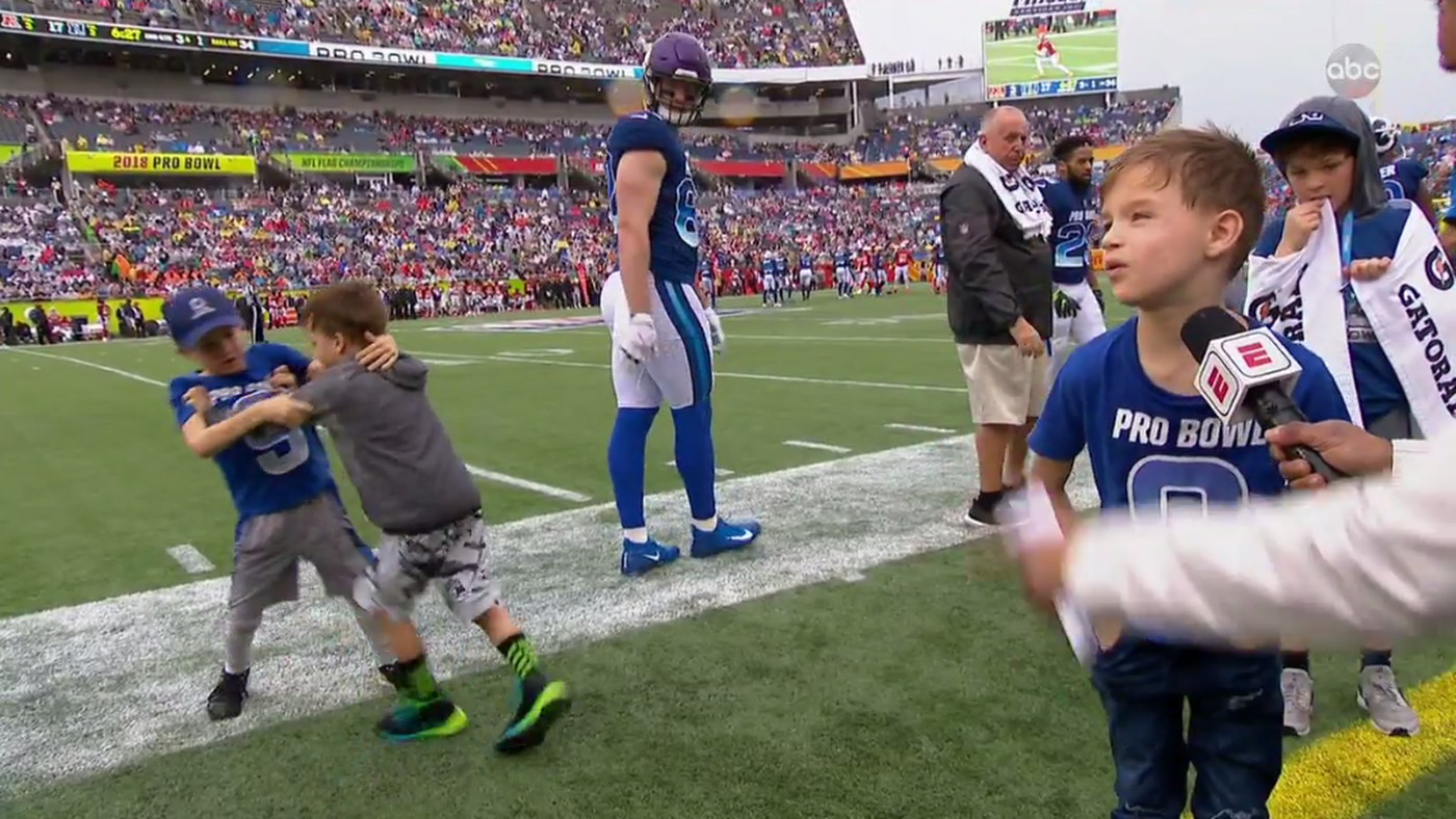 Drew Brees Kids Fighting On The Sideline Was The Most Intense Part Of The Pro Bowl Sbnation Com