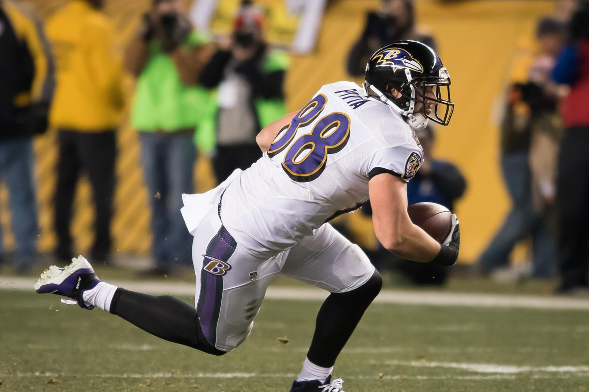 Ravens release TE Dennis Pitta after third hip injury