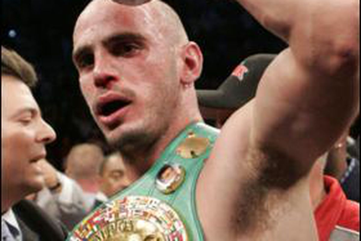 """Middleweight champion Kelly Pavlik will face division-jumping contender Paul Williams on October 3 in Atlantic City. (Photo via <a href=""""http://img.thesun.co.uk/multimedia/archive/00362/KELLY_PAVLIK_280x39_362999a.jpg"""">img.thesun.co.uk</a>)"""
