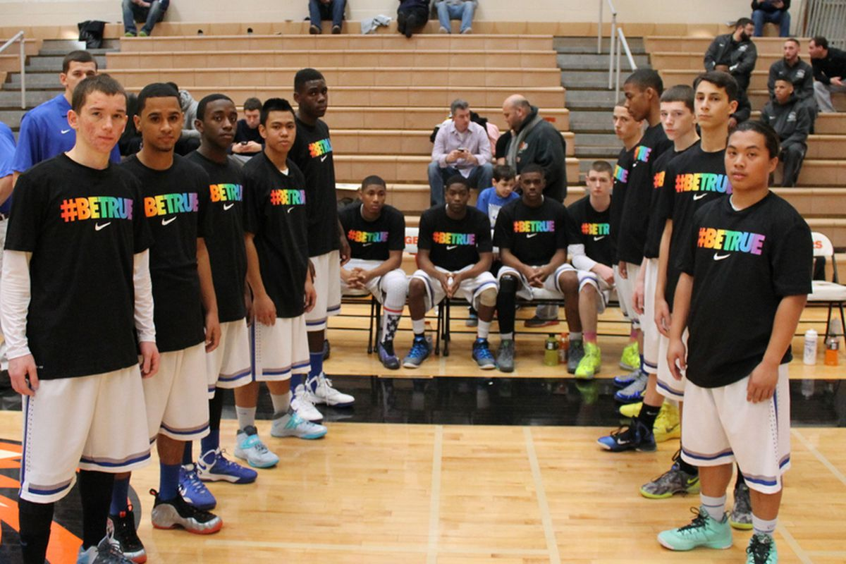 The Saunders boys basketball team sent a message to their gay coach: #BeTrue
