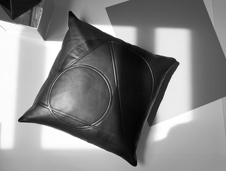 FAIKE-Leather-Pillow-2015_10.jpeg