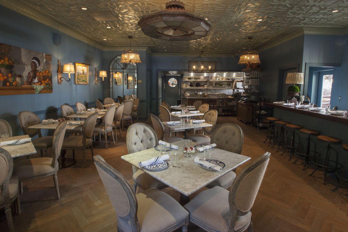 Tour Art Smith\'s Blue Door Kitchen, His Revamped Gold Coast ...